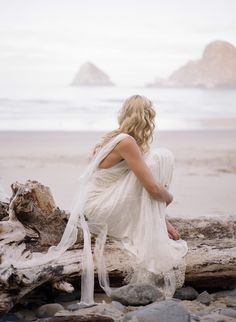 Dreamy seaside inspiration: http://www.stylemepretty.com/oregon-weddings/2015/09/04/romantic-seaside-bridal-boudoir-inspiration/   Photography: Archetype Studio - http://archetypestudioinc.com/