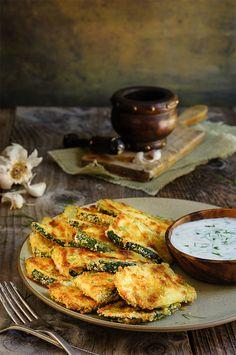 Oven-fried zucchini crisps with garlic yogurt dip - this is a fantasitc summer…
