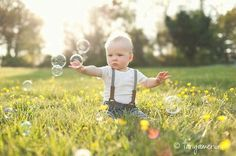 20 Ideas Baby Boy Photography 1 Year For 2019 6 Month Pictures, Baby Boy Pictures, 6 Month Baby Picture Ideas Boy, 1 Year Photos, Family Photos, Bubble Pictures, Monthly Pictures, Family Posing, Family Portraits