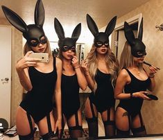 Halloween is one of the most important holidays in college. From Baywatch to blind mice, here are the 25 most Insta-worthy college Halloween costumes! Last Minute Halloween Kostüm, Looks Halloween, Hot Halloween Costumes, Halloween Inspo, Halloween Party, Playboy Bunny Costume Halloween, Girl Halloween, Halloween Crafts, Halloween Makeup