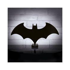 Batman hangulatvilágítás - Batman rajzfilmek és filmek rajongóinak kötelezően beszerezendő, otthoni világítás. Válassz mellé Batman kártyát vagy kulcstartót, hogy a haverjaid körébe is menő legyél.  A hangulatvilágítás opcionálisan falra is felszerelhető. Batman, Gotham City, Diy Wood Projects, Bat Signal, Superhero Logos, Art, Art Background, Kunst, Performing Arts