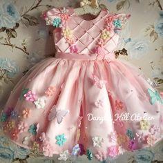 Frocks For Girls, Dresses Kids Girl, Kids Outfits Girls, Flower Girl Dresses, Baby Girl Birthday Outfit, Birthday Dresses, Princes Dress, Baby Frocks Designs, Baby Dress Patterns