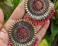 These glass stones studded Afghani earrings are worth drooling for and a must ha… – Jewelry Indian Jewelry Earrings, Jewelry Design Earrings, Silver Jewellery Indian, Indian Jewellery Design, Indian Wedding Jewelry, Tribal Jewelry, Beaded Earrings, Boho Jewelry, Silver Earrings