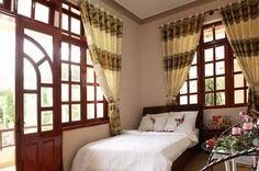 REVETO DALAT HOTEL 1    48 Khe Sanh, Phường 10, TP. Đà Lạt  Tel: 063 355 0001    Reveto Dalat Villa/Hotel được trang bị đầy đủ tiện nghi, nội thất ấm cúng, phòng bố trí thông thoáng, sạch sẽ, lịch sự, hệ thống thông tin liên lạc tiên tiến chắc chắn sẽ làm http://maylocnuoc.biz.vn/  http://maylocnuoc.biz.vn/may-loc-nuoc-ro-tinh-khiet-gia-dinh-gia-re-uong-truc-tiep.html  http://maylocnuoc.biz.vn/may-loc-nuoc-ro-europura-105n.html  http://maylocnuoc.biz.vn/loc-nuoc.html