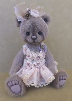 An Adorable OOAK Bear Called Allie ~ Michelle Lamb Of One And Only Bears