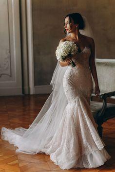 Wedding Dress Low Back, Lace Mermaid Wedding Dress, Mermaid Dresses, Dream Wedding Dresses, Bridal Dresses, Wedding Gowns, Wedding Dress Silhouette, Bustier Dress, Lace Dress