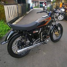 Si Black yang Hitam Yamaha Motorcycles, Cars And Motorcycles, Satria Fu, Wardrobe Systems, Motorcycle Garage, Custom Bikes, Super Cars, Bff Pictures, Lakes