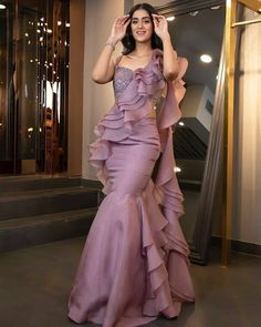 Indian Bridesmaid Dresses, Indian Wedding Outfits, Bridal Outfits, Indian Fashion Dresses, Dress Indian Style, Indian Designer Outfits, Western Dresses For Women, Wedding Lehenga Designs, Stylish Dress Designs