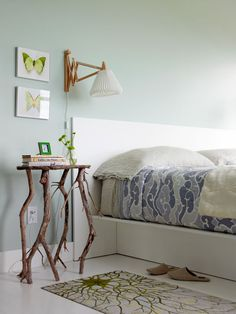 Eliot love working with their hands, and it is he who created the couple's bedside from driftwood he found on the shore.