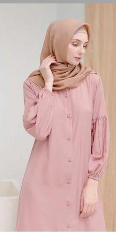 Abaya Fashion, Muslim Fashion, Fashion Dresses, Hijab Fashion Inspiration, Style Inspiration, Designs For Dresses, Fun To Be One, Simple Style, Raincoat