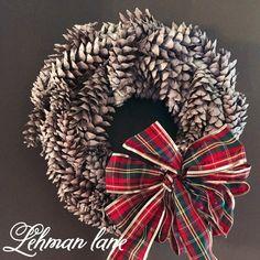 How+to+Make+a+Pine+Cone+Wreath