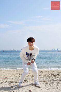 Moon bin is so tall and handsome 😊😊 Kim Myungjun, Astro Wallpaper, Pre Debut, Sanha, Guys Be Like, Asian Boys, Minhyuk, Handsome Boys, Boy Bands