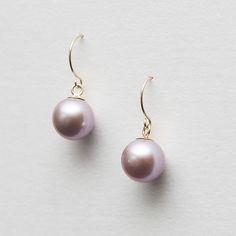 Pearl earrings from mariliissepper.com
