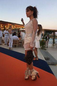 Sabrina Sato mostra seu look por inteiro pra Glamour (Foto  Tabata  Boccatto) Decote e7ac8e2a44