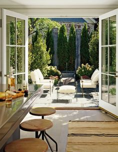 Most Simple Tips: Hexagon Patio Pavers patio layout architecture.Gravel Patio Circle patio with fire pit fun.Patio Privacy Old Windows. Architectural Digest, Patio Interior, Interior Exterior, Interior Design, Townhouse Interior, Interior Doors, Room Interior, Townhouse Garden, Outdoor Rooms