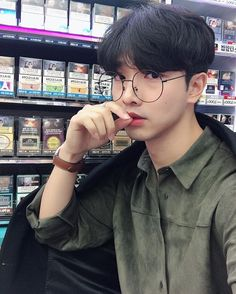 ʚ pin - lloverrose ɞ Korean Boys Ulzzang, Ulzzang Couple, Ulzzang Boy, Korean Men, Korean Girl, Cute Asian Guys, Cute Korean Boys, Asian Boys, Asian Men