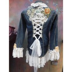 Repurpose a denim jacket for Halloween costume/pirate Mundo Hippie, Gothic Jackets, Denim Ideas, Denim Crafts, Clothing Hacks, Women's Clothing, Outfit Trends, Denim And Lace, Recycled Denim