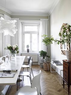 Style and Create — Lovely Gothenburg apartment with sophisticated charm   Styling by Emma Fischer   Photo by Janne Olander for Swedish broker Stadshem