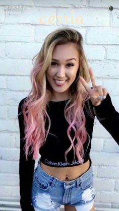 Laurdiy has the best diys to help you bond with your inner artist Laurdiy And Alex Wassabi, Wengie Hair, Lauren Diy, Lauren Riihimaki, Famous Youtubers, Celebs, Celebrities, Pink Hair, Blonde Hair Pink Tips