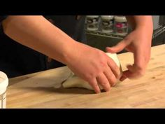 Duff™ Fondant How To - 02 COLORING - May 1, 2012  * #cake #fondant #frosting