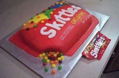 Yummy skittles cake with real skittles coming out Cupcakes, Cupcake Cookies, Cakes To Make, How To Make Cake, Unique Cakes, Creative Cakes, Skittles Cake, Candy Cakes, Dream Cake