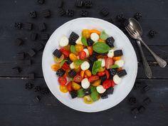Laku-tomaatti-mozzarella -salaatti Churro, Brie, Fruit Salad, Mozzarella, I Foods, Photos, Fruit Salads, Pictures, Churros