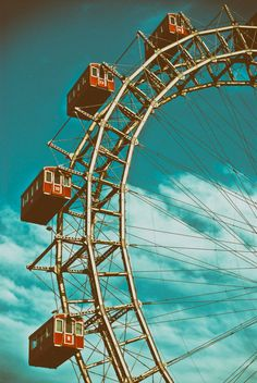 Wiener Riesenrad photo by Gabriele Diwald ( on Unsplash Bedroom Wall Collage, Photo Wall Collage, Picture Wall, Aesthetic Backgrounds, Aesthetic Wallpapers, Vintage Pictures, Vintage Images, Vintage Posters, Handy Wallpaper