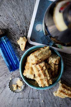 Biscotti salati alle nocciole, miele e parmigiano. Pepati. | Ida Briciole in cucina
