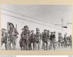 1941-01-23. TOBRUK - AUSTRALIAN INFANTRY OCCUPYING TOBRUK. (NEGATIVE BY F. HURLEY).