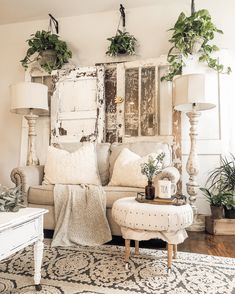 35 Gorgeous Shabby Chic Living Room Design And Decor Ideas - Living Room Furniture Farmhouse Lamps, Shabby Chic Farmhouse, Shabby Chic Homes, Vintage Farmhouse, Modern Farmhouse, Shabby Vintage, Farmhouse Ideas, Country Farmhouse, Modern Shabby Chic