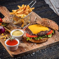 Photo by yalcinakcinar.com ©yalcinakcinar @yalcin_akcinar @kusadasi #food #project #branding #foodpics #instafood #instagood #instaphoto #photographer #advertising #canon5dsr #instudio #burger #hamburger #pinterest #restaurant #menu