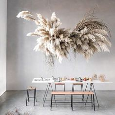 Idea to Steal: Pampas Grass The latest craze taking the floral world by storm is pampas grass. Check out this post to see unique modern ways to use pampas grass. Design Floral, Deco Floral, Arte Floral, Decoration Chic, Decoration Inspiration, Cloud Decoration, Inspiration Design, Spa Design, Home Design