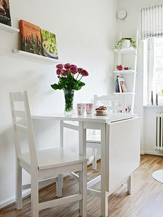 Good table setting for a small kitchen Small Kitchen Tables, Small Tables, Nice Kitchen, Kitchen White, Interior Design Living Room, Living Room Decor, Condo Living, Kitchen Living, Small Living