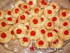 Coconut macaroons Recipe by Cookpad Greece Greek Cookies, Coconut Cookies, Coconut Macaroons, Coconut Biscuits, Greek Sweets, Greek Desserts, Comme Un Chef, Le Chef, Candy Recipes