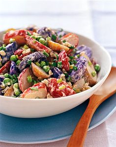 Memorial Day Recipes: Red, White, and Blue Potato Salad. A savory blend of tri-colored potatoes for this patriotic-inspired Potato Salad. The perfect side! Blue Potatoes, Blue Food, Hot Pot, Potato Recipes, Potato Dishes, Pepper Recipes, Bon Appetit, Salad Recipes, Drink Recipes