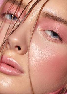 There are many cosmetic companies marketing mineral makeups by various names, ho… - Natural Makeup Light Glossy Makeup, Nude Makeup, Pink Makeup, Makeup Art, Colorful Makeup, Drunk Blush Makeup, Glossy Lipstick, Pale Skin Makeup, Bright Lipstick