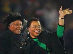 Viúva de Mandela renuncia oficialmente à metade de sua herança
