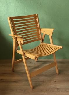 Famous Rex Dining Chair in natural beech wood. The chair has a few signs of wear on the back and on the armrests, see photos. Outdoor Chairs, Dining Chairs, Outdoor Furniture, Outdoor Decor, Folding Chair, Art Deco, Auction, Decorating, Wood