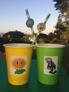 Set of 12 Plants vs Zombies party cups in green and yellow. Each feature either a zombie or sunflower from the app. Looks elegant and your guests will rave! Zombie Birthday Parties, Zombie Party, Boy Birthday, Plantas Versus Zombies, P Vs Z, Party Cups, Party Planning, Party Time, Family Birthdays