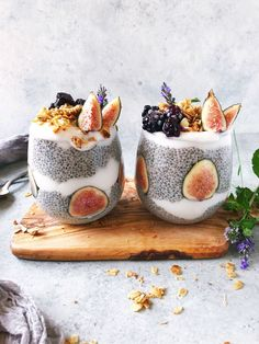 Dreaming of trees budded with blossom and leaf birdsong wildflowers & golden light on this rainy Monday. Until then Ill savor these Lavender Chia Parfaits ? Layered with lavender-infused chia seed pudding & coconut milk yogurt these parfaits are qu Smoothie Bowl, Smoothie Recipes, Comida Diy, Breakfast And Brunch, Aesthetic Food, Fruit Smoothies, Granola, Parfait, Food Inspiration