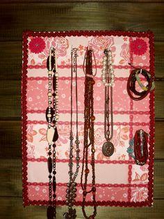 crea scrapea y disfruta: Colgador de collares y pulseras.