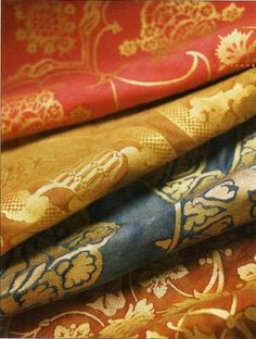 """MARIANO FORTUNY """"Born in Fortuny had an eye for Old World beauty and textiles, and moved to Venice at the turn of the century to buil. Textile Fabrics, Home Textile, Stoff Design, Passementerie, Silk Road, Fabulous Fabrics, Fabric Wallpaper, Color Inspiration, Interior Inspiration"""