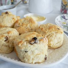 This Lemon and Sultana Scones recipe is easy to prepare can also be made using a Thermomix and who doesn t love homemade scones for morning afternoon tea Australian Scones Recipe, Australian Food, Australian Recipes, Sultana Scone Recipe, Homemade Scones, Lemon Scones, Scones Ingredients, Best Oatmeal, Base Foods