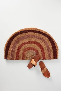 This highest quality coconut fiber doormat is perfect for enhancing your entryway or patio. We fell in love with the fantasy rainbow motif! Isle Of Man, Guest Bedroom Office, Anthropologie Uk, Judy Garland, Fibres, Garden Accessories, Daybed, Straw Bag, Rainbow