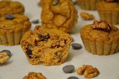 Love Your Body: Dýňové muffiny s hořkou čokoládou a vlašskými ořechy kcal) Kefir, Muffin, Cupcakes, Breakfast, Food, Morning Coffee, Cupcake, Muffins, Meals