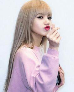 Kim Jennie, Kpop Girl Groups, Kpop Girls, Lisa Blackpink Wallpaper, Blackpink Memes, Kim Jisoo, Blackpink Photos, Blackpink Fashion, Blackpink Lisa
