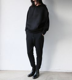 comfies. all black everything // www.babesngents.com // #babesngents