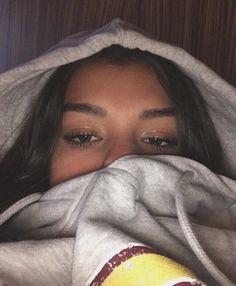 Girl Photo Poses, Girl Photos, Foto Snap, Cute Selfie Ideas, Mode Instagram, Tumbrl Girls, Bad Girl Aesthetic, Selfie Poses, Cute Poses