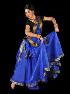 Hottest Totally Free File: Kathak dance India November Popular Vandana Puthanveettil comes with an sophisticated Passion: she is a part-time alone dancer. Isadora Duncan, Kathak Costume, Kathak Dance, Indian Classical Dance, Tribal Dance, Indian Music, Dance Fashion, Women's Fashion, Folk Dance