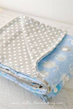 Ideas Sewing Baby Diy Receiving Blankets For 2019 Recieving Blankets, Baby Receiving Blankets, Boy Blankets, Flannel Baby Blankets, Fleece Blankets, Baby Sewing Projects, Sewing Projects For Beginners, Sewing For Kids, Quilt Baby